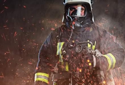 Incendiu la o hala de productie in localitatea Dascalu, Ilfov: bazine cu acetona in interior
