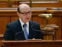 Basescu ataca revizuirea...