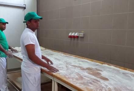 Ditrau | Petitie a peste 1.800 de locuitori, in frunte cu preotul din comuna, care cer patronilor brutariei sa nu angajeze straini