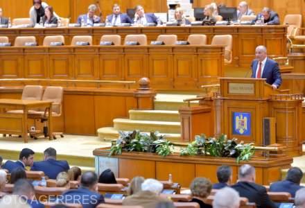 """Alesii au si stomacul """"special"""", nu numai pensia: cati bani dau pe o masa in Parlament"""