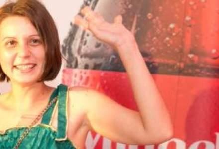 Coca Cola pune numele celui mai activ fan de pe Facebook pe un panou publicitar in Piata Romana