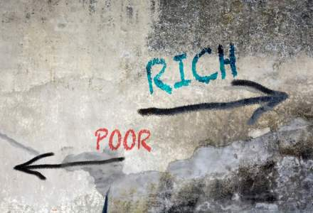 ONU: Diferenta enorma intre averile bogatilor si cat castiga oamenii obisnuiti poate face rau democratiei la nivel mondial