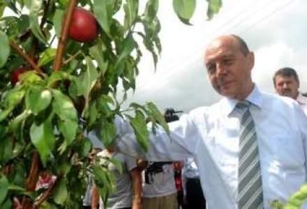 Presedintele-jucator vrea sa fie agricultor: care este mesajul din spatele fermei lui Basescu