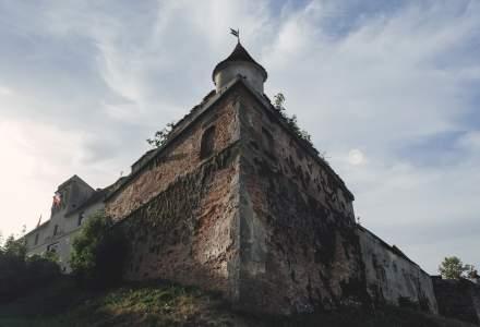 Restaurarea unei cetati din secolul XIV, intarziata din cauza lipsei fortei de munca. Primar: Sper sa nu reziliem contractele de finantare