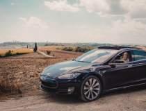 Tesla a reluat tăierea...