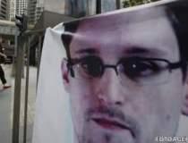 John Kerry: Snowden este un...
