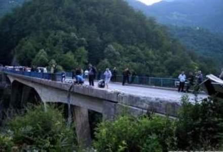 """Autoritatile din Muntenegru incearca sa stabileasca cine conducea """"autobuzul mortii"""""""