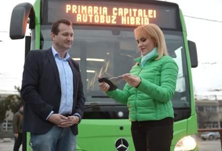 FOTO | Primul autobuz hibrid care va intra în flota STB a ajuns în București și va fi folosit pentru instruirea personalului