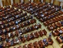 Parlamentarii își suspendă...