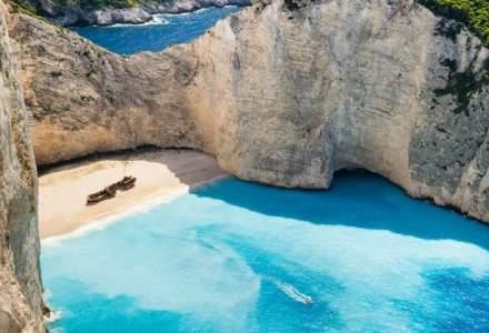 Coronavirus: Premierul elen a ordonat închiderea plajelor, după ce mii greci au ignorat apelul de a rămână în case