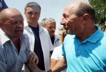 Traian Basescu participa la Targul de Fete de pe Muntele Gaina
