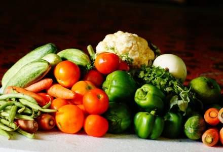 Doi locuitori din Avrig au ieșit din izolare și au mers la piață să vândă legume și fructe. Procurorii au deschis dosar penal
