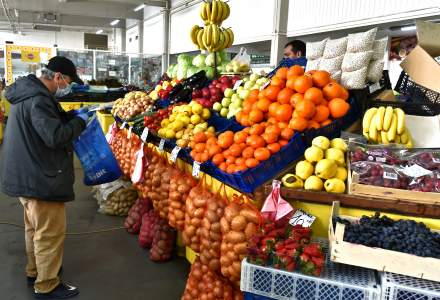 Pieţele agroalimentare rămân deschise în România în timpul pandemiei de COVID-19