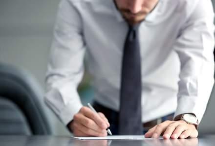 """Haos în piața muncii: în goana de a """"scăpa"""" de angajați, companiile apelează la demisiile în alb și concedierile prin telefon"""