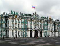 Rusia suspendă toate...