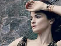 Carla Bruni este imaginea...