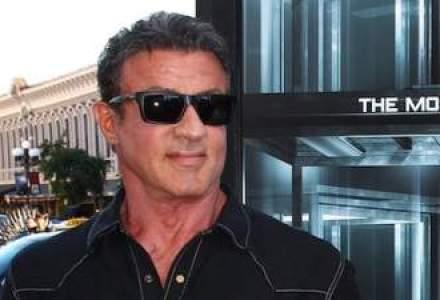 Sylvester Stallone va produce un serial TV politist, remake al Falco