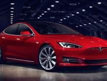 Tesla renunță la showroom-uri...