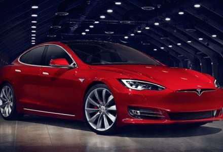 Tesla renunță la showroom-uri pentru a reduce cheltuielile de marketing și vânzări