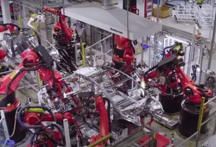 Cum arată Gigafactory Shanghai, singura fabrică Tesla care funcționează. Sute de roboți produc 3.000 de mașini pe săptămână