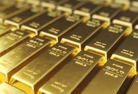Aurul ajunge marţi la un maxim istoric, iar leul se depreciază uşor faţă de euro