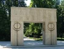 Poarta Sarutului va fi...