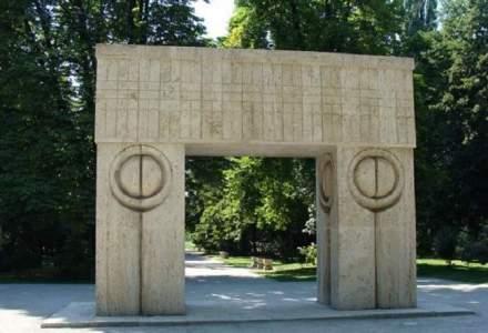 Poarta Sarutului va fi restaurata cu peste 370.000 de lei