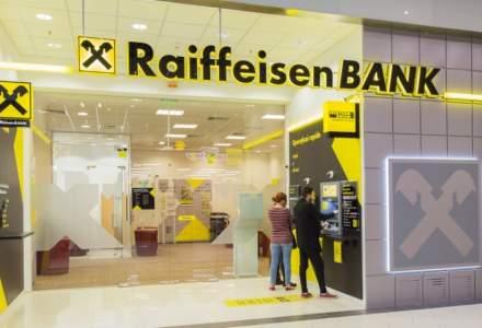 Pandemia împinge românii către digital banking: clienții Raiffeisen Bank au tranzacționat aproape dublu în martie