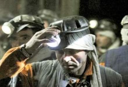 15 mineri nu vor sa iasa din subteran, la Rosia Montana; le este teama ca isi vor pierde slujbele