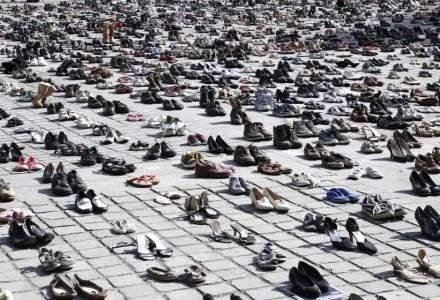 Coronavirus   Pantofii au înlocuit activiştii la un protest contra încălzirii globale