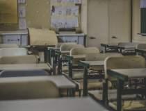 Italia redeschide școlile la...