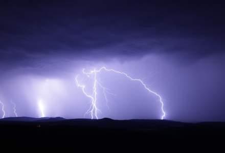 Se schimbă vremea. Sunt anunțate ploi torențiale, descărcări electrice și grindină