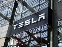 Tesla pierde 13 miliarde de...