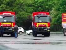 Un convoi de 20 de camioane...