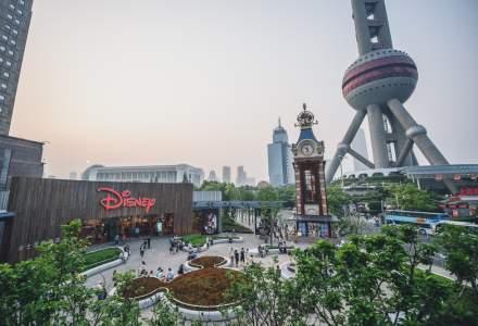 Primul parc de distracții se va redeschide la capacitate limitată la Shanghai