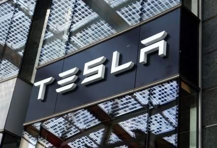 Elon Musk, nemulțumit că nu este lăsat să reia producția, amenință că mută fabrica din California