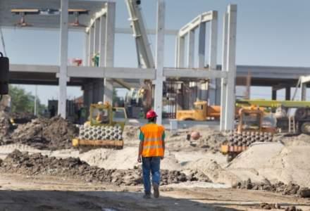 """Guvernul pregătește un program de investiţii """"fără precedent"""" în infrastructură pentru a salva forţa de muncă din construcţii"""