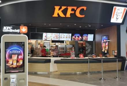 Vânzările KFC, Pizza Hut și Taco Bell au scăzut în primele trei luni, iar companiile mizează pe serviciile de drive-thru și delivery pentru a diminua efectele pandemiei