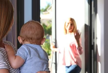Explozie a cererilor de angajare de bone. Părinții oferă salarii de până la 1.000 de euro unei dădace