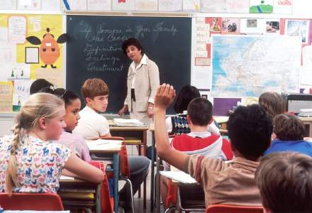 Cum se încheie situația școlară pe semestrul al doilea: Nu se mai dau teze, iar mediile pot fi încheiate cu minimum două note sau calificative