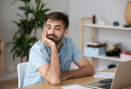 Angajaților care muncesc de acasă le lipsește conexiunea interumană de la birou