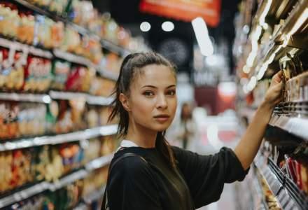 Studiu: Aprope 40% din consumatori au venituri reduse. Românii abandonează mărcile preferate pentru produse mai ieftine