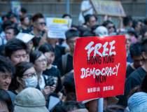 Mii de manifestanţi la Hong...