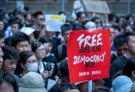 Mii de manifestanţi la Hong Kong împotriva legii chineze privind securitatea. Poliţia a folosit gaze lacrimogene şi tunuri de apă
