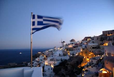Grecia redeschide liniile de feribot către insule, dar și restaurantele, cafenelele și barurile