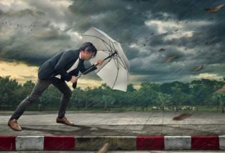 Vremea urâtă nu se lasă: Cod galben de furtună în nouă judeţe