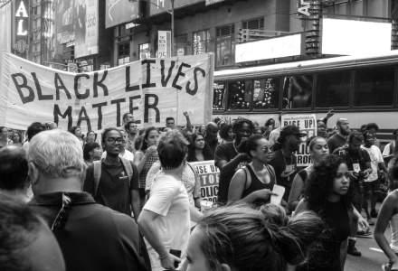 Fiica primarului New York-ului, Bill de Blasio, arestată la un protest de sâmbătă noapte