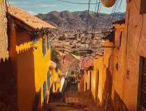 Câțiva țărani din Peru au...