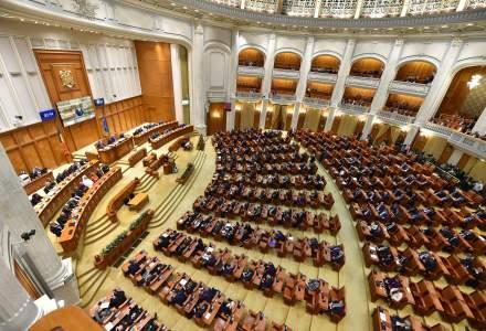 Senatul a adoptat propunerea legislativă care prevede anularea amenzilor date în perioada stării de urgență și returnarea banilor celor care le-au plătit