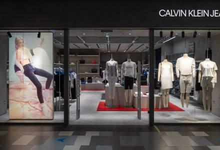 Primele magazine Calvin Klein Underwear și Calvin Klein Jeans au fost deschise în România